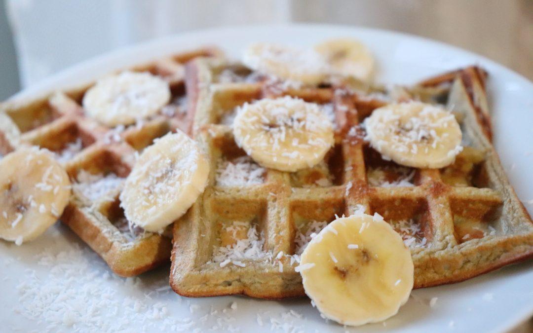 Waffles de coco e banana